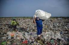 Aplica Indonesia doble solución para residuos plásticos y atasco