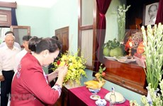 Máxima legisladora vietnamita rinde homenaje al presidente Ho Chi Minh