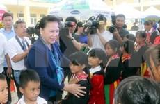 Entrega máxima legisladora vietnamita escuelas a miembros de minoría étnica