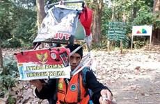 Camina indonesio 700 kilómetros hacia atrás  para oponerse a la deforestación