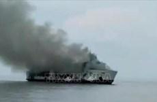 Cuatro muertos y más de 30 desaparecidos tras incendio de ferry en Indonesia