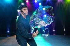 Regresa a Vietnam artista de burbujas Fan Yang con fascinantes espectáculos
