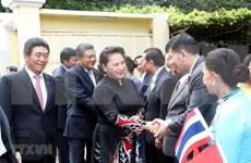 Presidenta del Parlamento vietnamita conversa con compatriotas en Tailandia