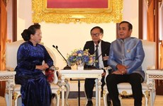 Presidenta legislativa de Vietnam se reúne con el primer ministro tailandés
