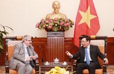 Vietnam y Uruguay debaten medidas para promover cooperación