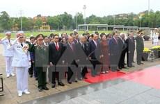 Rinden dirigentes vietnamitas homenaje al presidente Ho Chi Minh