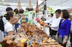 Atrae gran concurrencia feria de comercio transfronterizo en provincia vietnamita