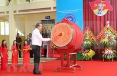 Dirigentes de Vietnam felicitan a estudiantes por nuevo año escolar