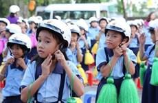 Entrega  sucursal de Honda en Vietnam casi dos millones de cascos protectores a escolares
