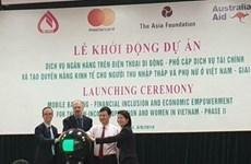 Banco vietnamita ofrecen servicio de banca móvil a favor de personas de bajos ingresos