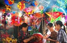 Juguetes tradicionales abarrotan mercados en Hanoi en ocasión de Fiesta del Medio Otoño