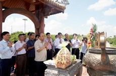 Premier vietnamita rinde homenaje póstumo a mártires en Quang Tri