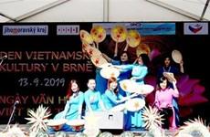 Actividades con motivo de Fiesta de Medio Otoño deleitan a niños vietnamitas en el exterior