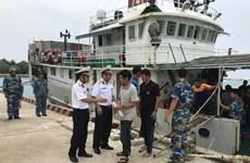 Rescatan a pescadores de buque encallado en Islas Spratly de Vietnam