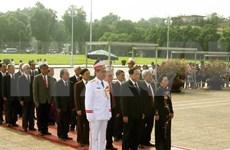 Delegación de Frente de la Patria de Vietnam rinde tributo al Presidente Ho Chi Minh