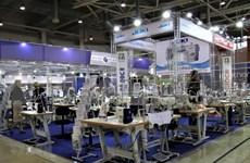 Presentan productos textiles vietnamitas durante feria en Rusia