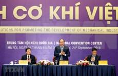 Exhorta primer ministro de Vietnam a desarrollar la mecánica automovilística