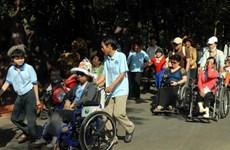 Ofrece organización estadounidense sillas de ruedas a discapacitados en provincia vietnamita