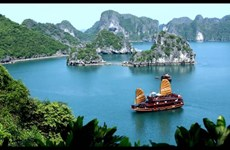 Se empeña ciudad de Ha Long en desarrollar servicios y turismo