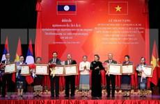 Vietnam honra al personal del Parlamento laosiano por aportes a lazos bilaterales