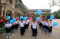 Celebran vietnamitas en Laos Día de los docentes
