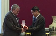 Otorgan Medalla de la Amistad a la Asociación de Bélgica-Vietnam