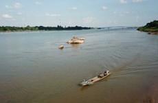 Baja en Tailandia nivel del agua del río Mekong