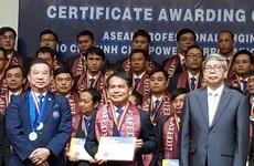 Entregan certificados de ingeniero profesional de ASEAN a 70 trabajadores vietnamitas