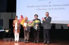 Honran a profesores vietnamitas con Medallas de Caballero de Francia