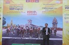 Ciclistas pedalean a través de tres países indochinos