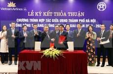 Hanoi y corporación Vietnam Airlines agilizan cooperación en promoción turística