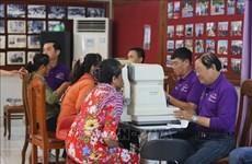 Realizan exámenes oculares gratuitos para pobladores camboyanos