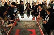 Valoran a la pintura folclórica de Dong Ho como producto tradicional típico de Vietnam