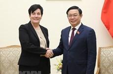 Dirigentes vietnamitas reciben a la delegación de la CFI