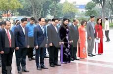 Dirigentes de Hanoi rinden tributo a Lenin en ocasión de los 102 años de la Revolución de Octubre