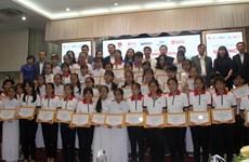 Empresa tailandesa concede becas a estudiantes vietnamitas necesitados