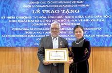Honran en Vietnam al embajador saliente de Venezuela