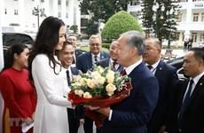 Presidente de la Cámara Baja de Kazajstán visita Universidad de Hanoi
