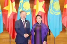 Robustecen nexos parlamentarios entre Vietnam y Kazajstán