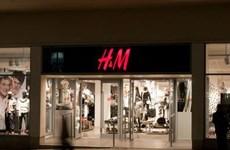 Marca de moda sueca H&M considera reducción de operaciones en Camboya