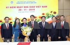 Felicita presidenta del Parlamento de Vietnam a maestros nacionales