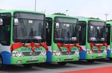 Ponen en servicio en Hanoi nuevas rutas de autobuses ecológicos