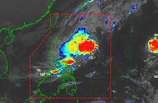 Evacúan miles de filipinos ante avance del tifón Kalmaegi