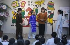 Diversifica el Templo de Literatura de Hanoi experiencias para los visitantes