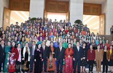 Destaca primer ministro de Vietnam importancia de la participación femenina en el desarrollo nacional