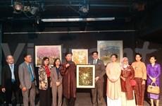 Presentan obras pictóricas de Vietnam en la India