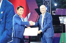 Recibe presidente del gobierno de Hanoi Orden al Mérito de la República Italiana