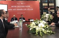 Cooperan Vietnam y Reino Unido en producción de vacunas contra gripe aviar y rabia