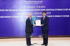 Entrega Hanoi título de Ciudadano Honorario a exembajador rumano