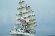 Llevan a tierra firme de Vietnam dos marineras rusas que tienen problemas de salud
